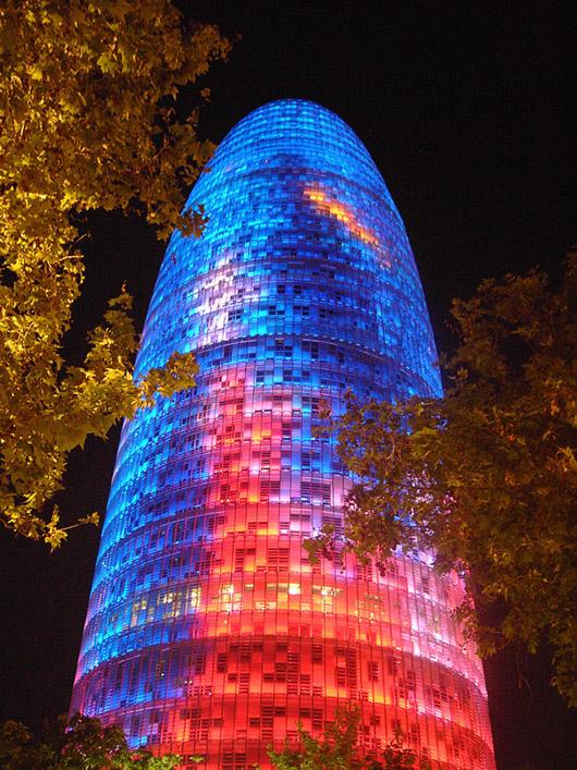 Torre Agbar v noci