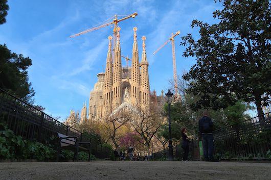 Sagrada Familia z pohledu od parku