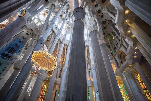 Nádherný interiér Sagrada Familia