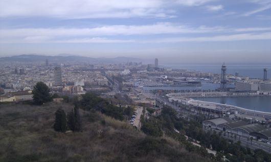 Pohled na část Barcelony a její přístav